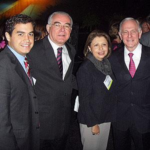 Henrique, Miguel e Regina Padilha, Bradford Shingleton (Boston, USA), Newton Kara-José Jr. (USP)