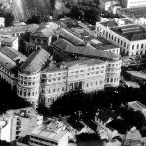 O monumental complexo da antiga FNM em 1972, último ano onde inúmeros médicos ainda cursaram integralmente o curso médico em suas instalações