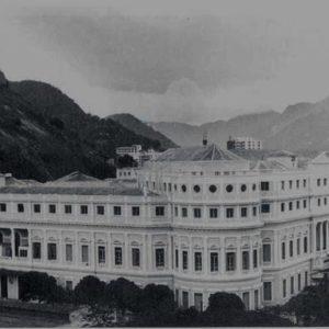 A faculdade na década de 1940, após sofrer obras com a construção de mais dois andares.